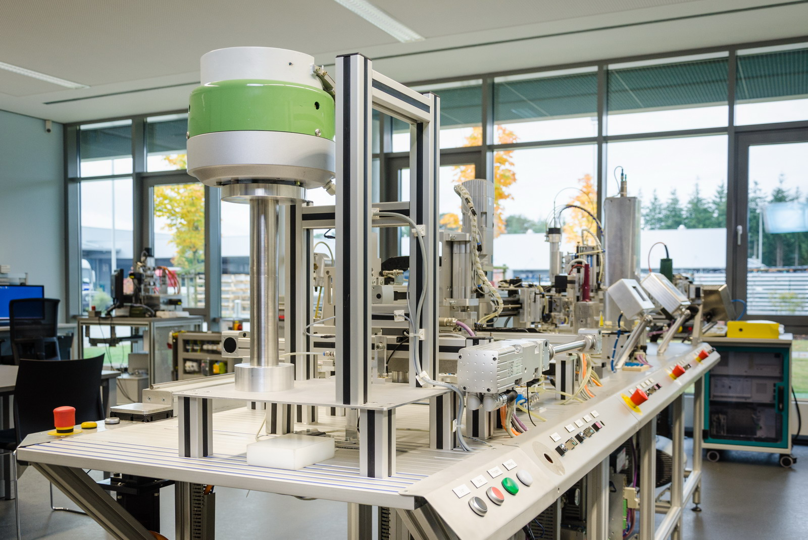 Ausstattung ausbildungszentrum varel for Nc elektrotechnik